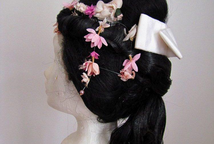Geisha-Perücke mit Blumen